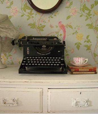 vintage: Vintage Types, Antiques Stores, Vintage Wallpapers, Old Typewriters, Tiny Rooms, Teas, Vintage Typewriters, Things, House