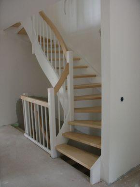 offene Wangentreppe, Holz & weiß, halbgewendelt, …