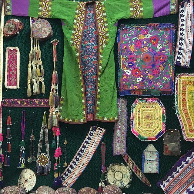 フンザのお土産屋。 壁ごと欲しい... 20.sep.2016  #カリマバード#karimabad#フンザ#hunzavalley #KKH#karacoram highway#パキスタン#pakistan #instatravel#silkroad#シルクロード#風の谷のナウシカ#桃源郷#バックパッカー#一人旅#民族衣装#パキスタン雑貨#アフガン雑貨