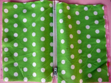How to make a lined zipper pouch -- good tutorial for sewing a zipper into anything double layered.