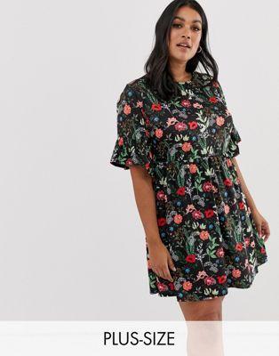 64259f6655e66 Boohoo Plus smock dress in black floral in 2019