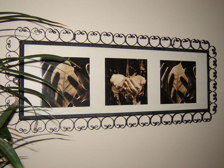 Stara rama lustra znaleziona na strychu...pomalowałam ją czarnym sprayem, wkleiłam pocztówki i gotowe.