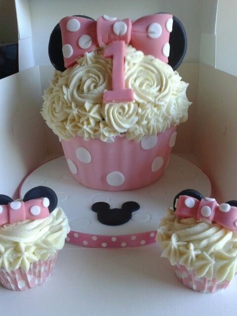 Minnie Mouse Giant Cupcake Lets Party Pinterest