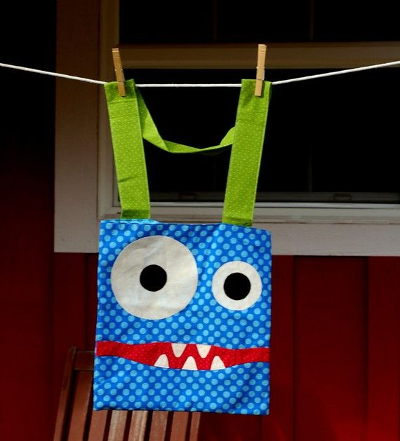Monster bag. Maybe I could make these into cookie monster aprons!