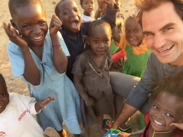 ❤️°° La fundación que dirige comenzó en 2011 y el proyecto que se estima en 10 años ya ha ayudado a los niños de países como Botswana, Namibia, Sudáfrica, Zambia o Zimbabwe y ahora Malawi. El suizo viajó al mismo país africano y estuvo con muchos de los niños que va a ayudar.
