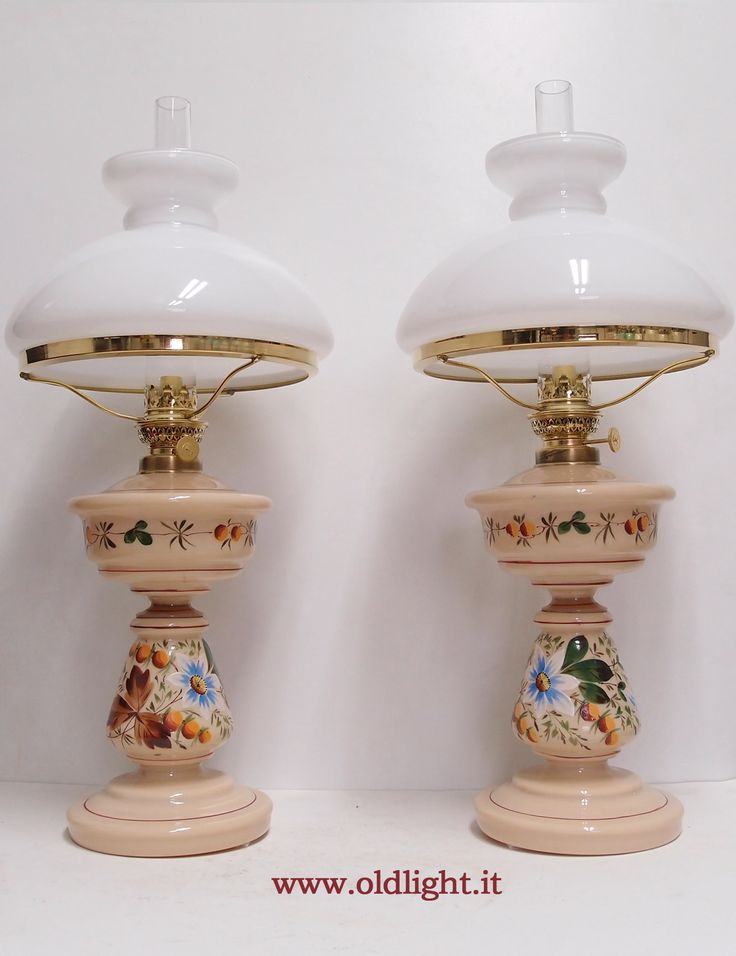 Bellissima, rara ed integra coppia di lampade ( originali antiche )  in  opaline beige decorate a mano ; Bruciatori Kosmos 10'''; vetro Kosmos 10'''; Paralume abat-jour in opaline bianca Gaudard