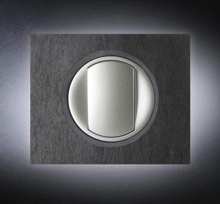 cache prise electrique design prise de courant cache. Black Bedroom Furniture Sets. Home Design Ideas