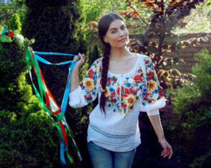 "Ricamo ucraino mano a mano camicetta ricamata ""Papaveri e girasoli"""
