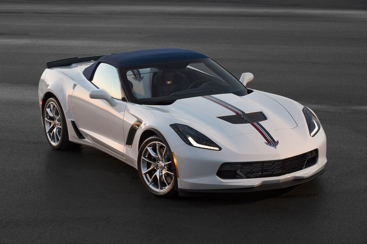 The Twilight Blue Design Package offered on the 2016 Corvette Stingray and Z06 is distinguished by a special Twilight Blue full-color interior. On the exterior, Blade wheels and Shark Gray accent vents are unique. Tri-color stripes are available.