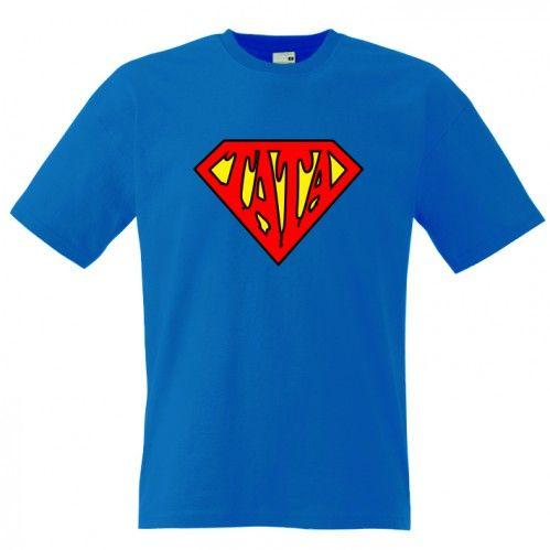 Tricou pentru SuperTata Este un avion? Este o pasare? Nu. Este SuperTata ce poarta un tricou pe masura. Pret: 23.9 ron