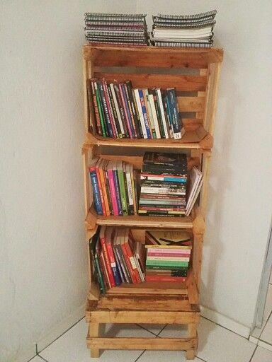 35 best caixote de madeira images on pinterest crates - Estante para libros ...