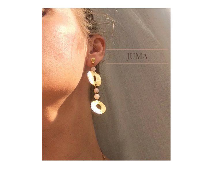 Orecchini pendenti OVALE in metallo dorato con pietre dure rosa chiaro semi- preziose by StudioJUMA on Etsy