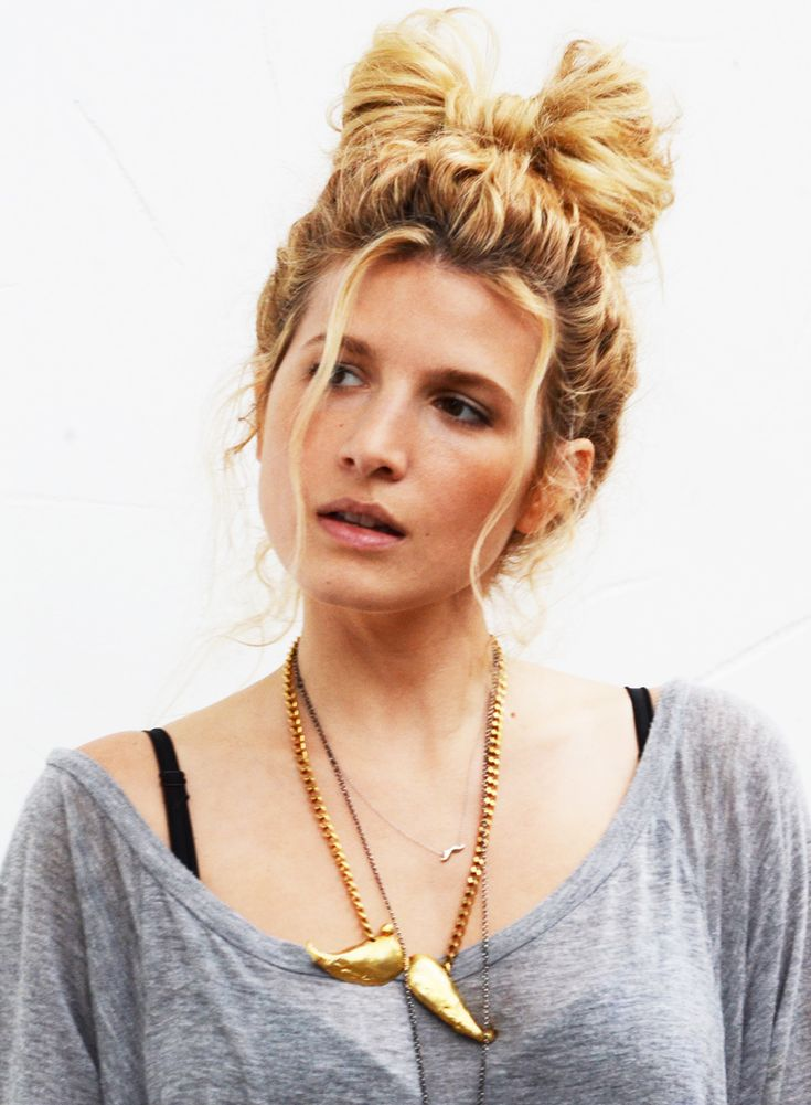 DIY easy hair bow bun tutorial  DONE IT. but for others who would like to....^^^ look at it.