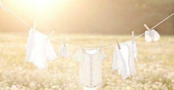 Φτιάξτε Μόνοι σας ένα Σούπερ Οικονομικό Λευκαντικό για τα Ρούχα σας!