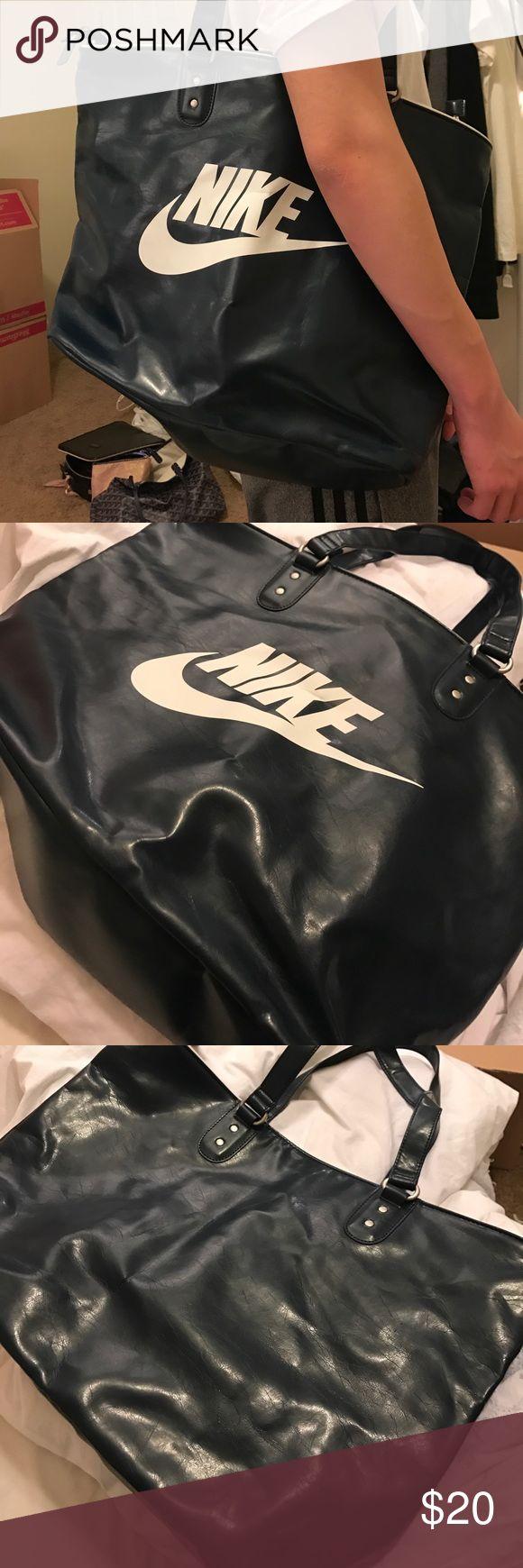 ‼️ Large Nike gym/shopping shoulder bag ‼️Cool and super fashion Nike bag. Last season's best selling bag. Nike Bags Shoulder Bags