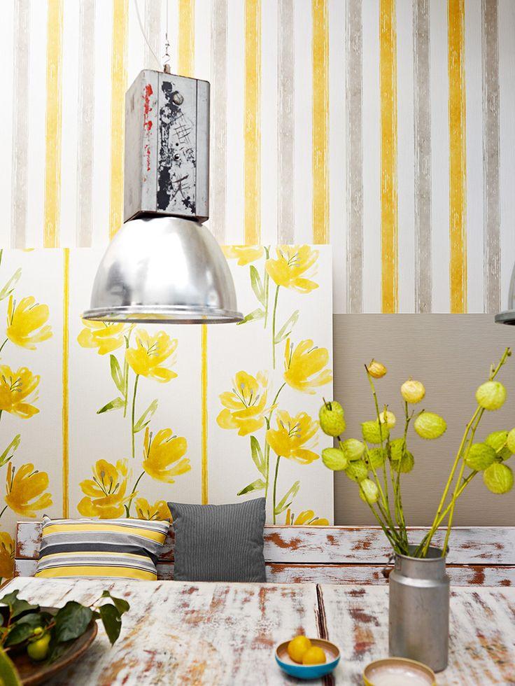 Виниловые обои на флизелиновой основе: обзор стильных вариантов для поклейки и 65 ярких дизайнерских идей http://happymodern.ru/kak-kleit-oboi-vinilovye-na-flizelinovoj-osnove-katalog/ Легкая светлая гостиная с яркими сочными акцентами желтого цвета в интерьере Смотри больше http://happymodern.ru/kak-kleit-oboi-vinilovye-na-flizelinovoj-osnove-katalog/