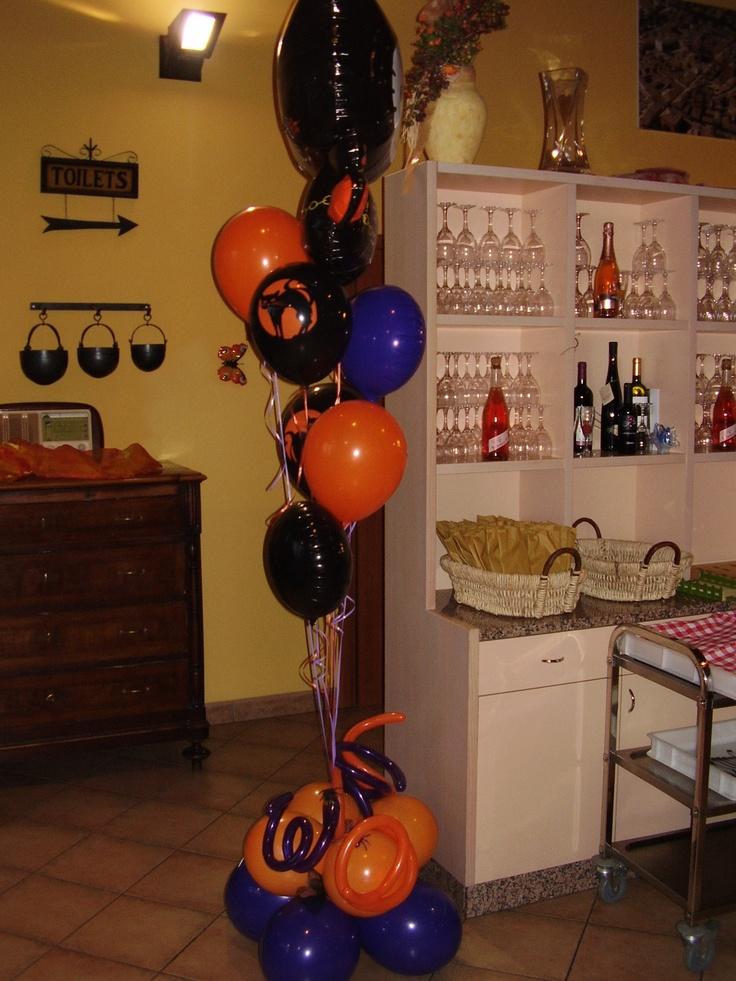 Alzata #Palloncini #Halloween, Gatti neri, Colori Viola e Arancio i colori per #Allestire la tua festa. By C&C Creations Eventi