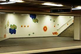 Sítio da Câmara Municipal de Lisboa: equipamento www.cm-lisboa.pt576 × 432Pesquisar por imagens A estação de metro das Laranjeiras, (Linha Azul), aberta ao público em 1988, quando da extensão da rede à zona de Benfica, tem projecto do arq. António J. Mendes e intervenção plástica