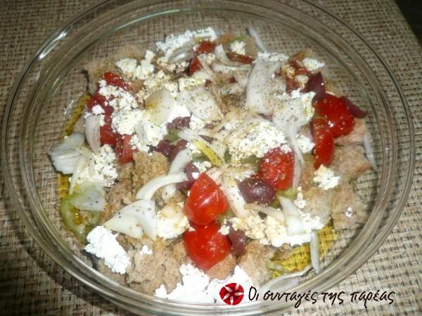 Κρητική σαλάτα με τοματίνια και κατίκι #sintagespareas