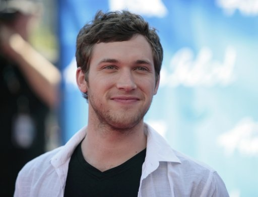 Finalist Phillip Phillips ! Was hoping he would make it !! Great voice and very soulful young man. Congradulations !!!!!