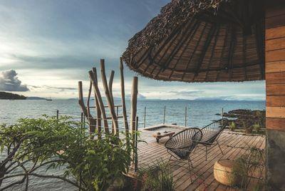 Terrasse en bois de l'hôtel Heure Bleue de Madagascar. Plus de photos sur Côté Maison http://petitlien.fr/8135