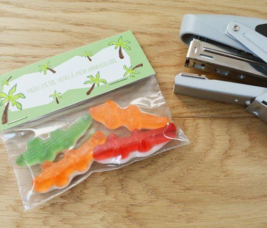 Pour un anniversaire dans la savane, créez des pochettes à bonbons à offrir à vos invités !!!