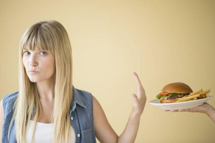 Schlechte Kohlenhydrate machen dick. Wenn Sie sich Low Carb ernähren wollen, sollten Sie auf diese Lebensmittel zumindest eine Zeit lang unbedingt verzichten.