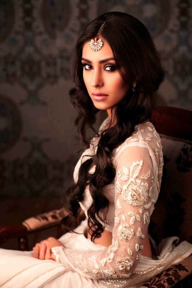 Miss India World 2013 Navneet Kaur Dhillon in Ritu Kumar
