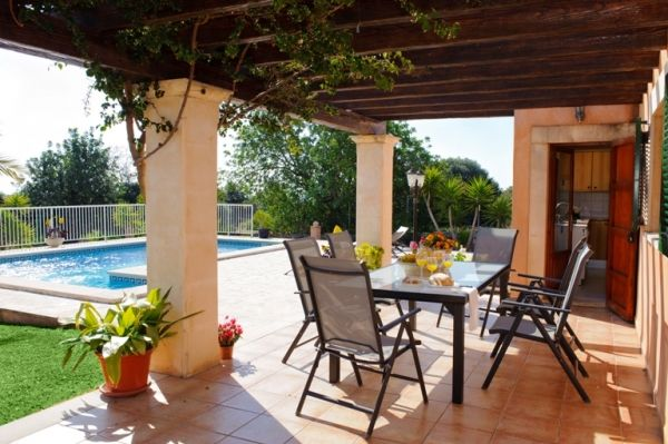 country house catalina-covered terrace