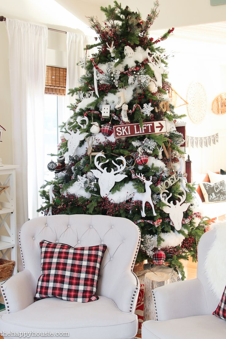 Ski Lodge Chic Christmas Living Room Decor | The Happy Housie