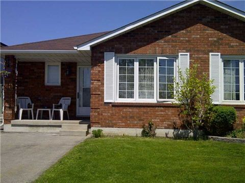 E3206074, 983 Attersley Dr, Oshawa, Free Semi-Detached for sale in Pinecrest, ON. View this property's information, photos, map and local neighbourhood data.