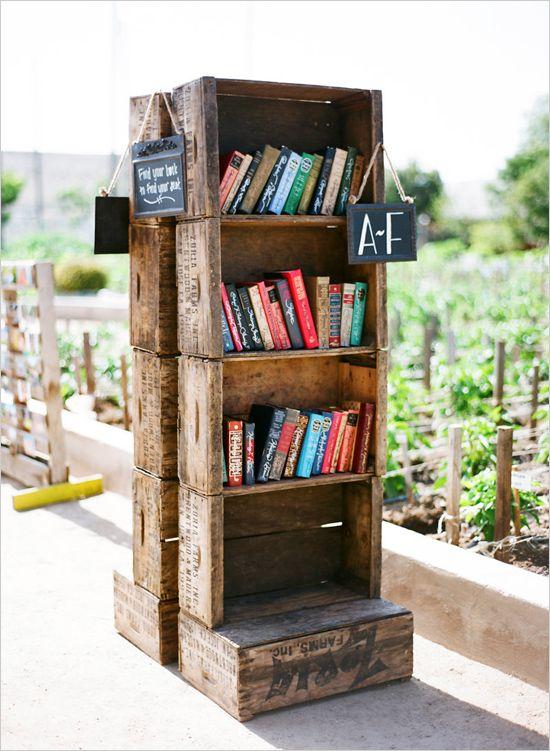 escort card books | wedding favor idea | rustic wedding | barn venue | #weddingchicks