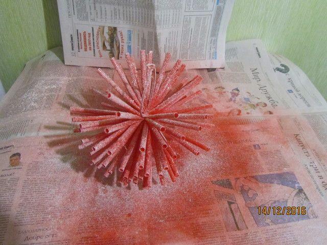 Новогоднее украшение из трубочек / Christmas decoration of tubes