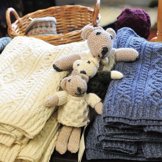 Aran Sweaters and Knitted teddy bears <3  http://www.standun.com/