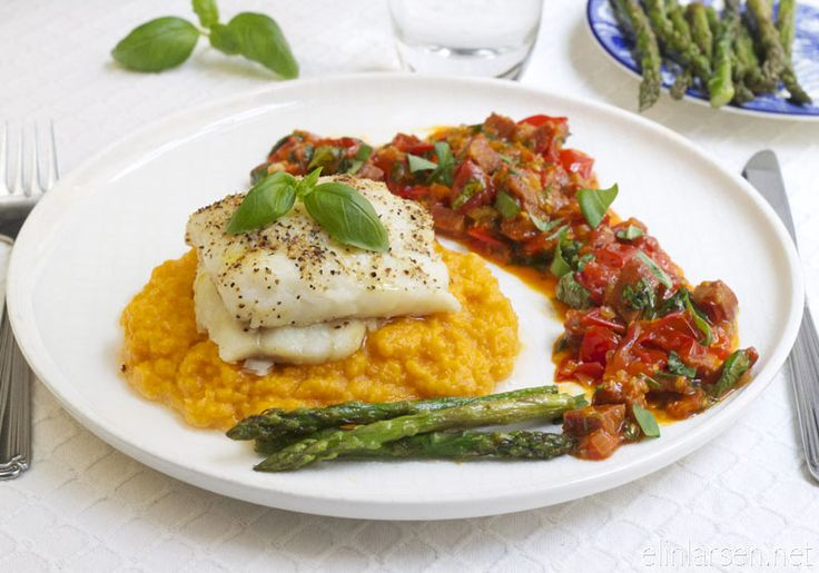 Bakt torsk med chorizosalsa, asparges og søtpotetmos - baked cod with choritzo-salsa, aspargus and sweetpotato mash