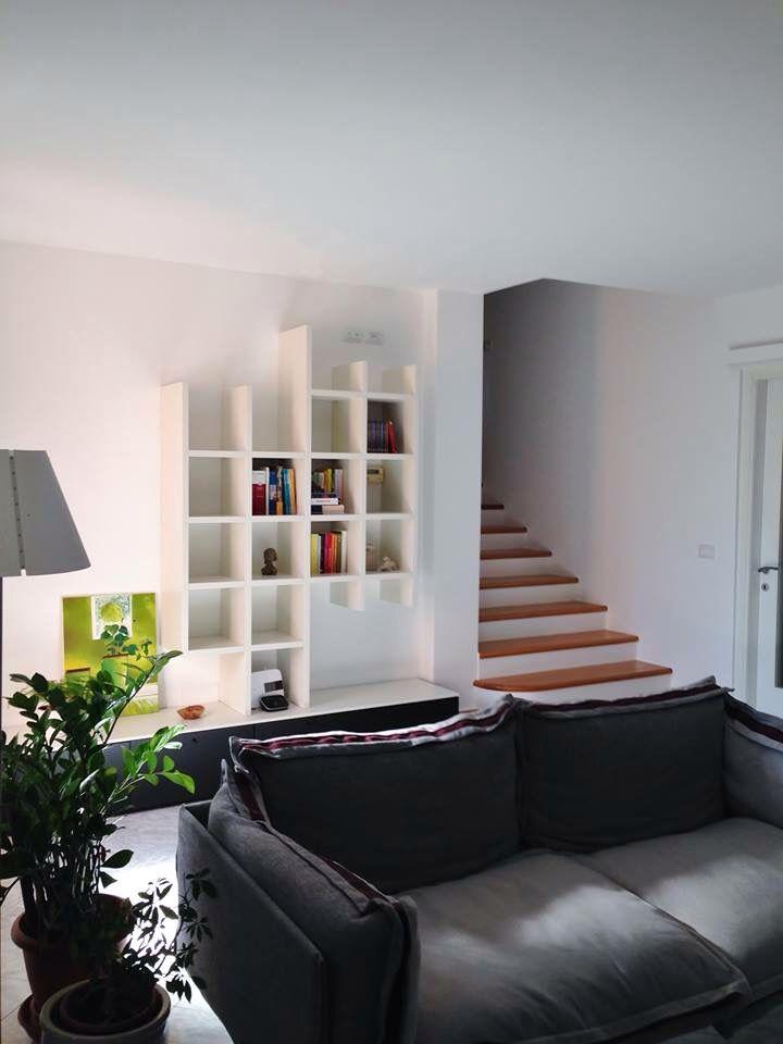 Libreria colore crema opaco, divano auto-reverse Arketipo.