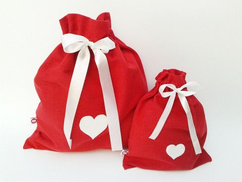 Red travel sacks with hearts - you can hide little treasures inside them :) Give them to the person you love!
