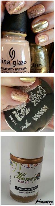 Diseño estampado de uñas con placa Bundle Monster 314. Esmaltes China Glaze Sunset Sail y Mingle with Kringle y Tinta para sello Handy Nail Art
