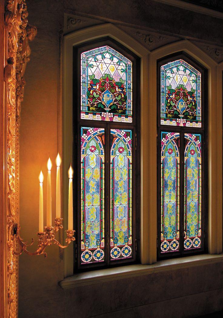 A corner of Villa Feltrinelli with colored glass windows. #lake #garda #grandhotel #villafeltrinelli #detail #windows #atmosphere #colors