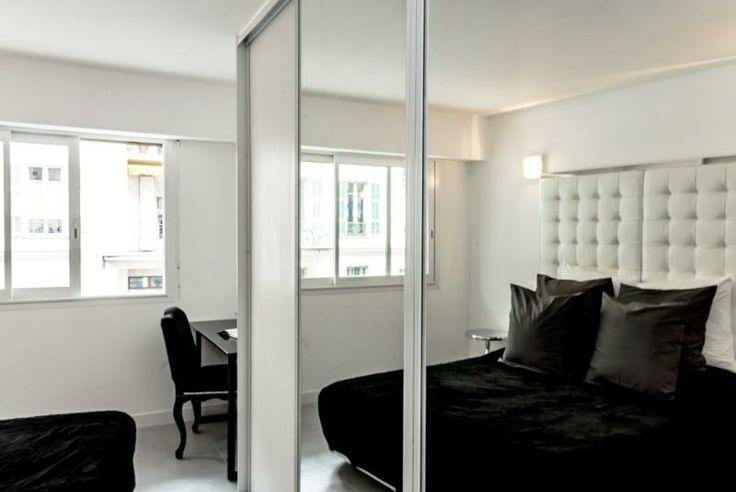 Vacation Home in Nice - 2 ° camera da letto - letti singoli riflessa nel guardaroba anteriorizzata grande vetro