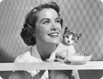Famosos posando con sus gatos.Grace Kelly  Actriz  de cine estadounidense. predilecta del director Alfred Hitchcock, terminó casándose con el príncipe Rainiero de Mónaco.