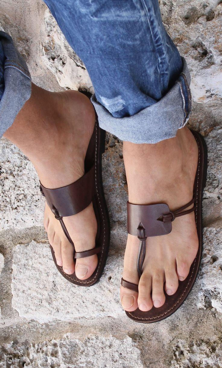 10 itens essencias para o verão (sandálias ou chinelo de couro)