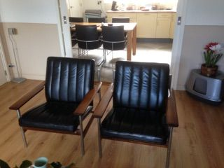 2 chairs 1001 in leather