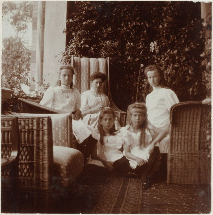 Grand Duchess Tatiana Nikolaevna, Tsarina Alexandra Feodorovna, Grand Duchesses Maria Nikolaevna, Anastasia Nikolaevna and Olga Nikolaevna at the Peterhof Palace, 1909.