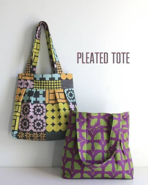 Free tote purse sewing pattern. Easy bag sewing pattern for beginners. This plea…