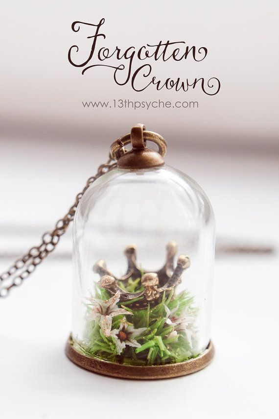 Forgotten Crown Terrarium Necklace. This beautiful completely handmade tiny glass terrarium necklace keeps a magical forgotten crown inside. It's delicately filled with natural preserved moss and german statice dried flowers, handmade placed one by one. A real magical miniature terrarium. #terrarium #necklace #jewelry #crown #fairytale #gifts #giftideas #giftsforher #ad