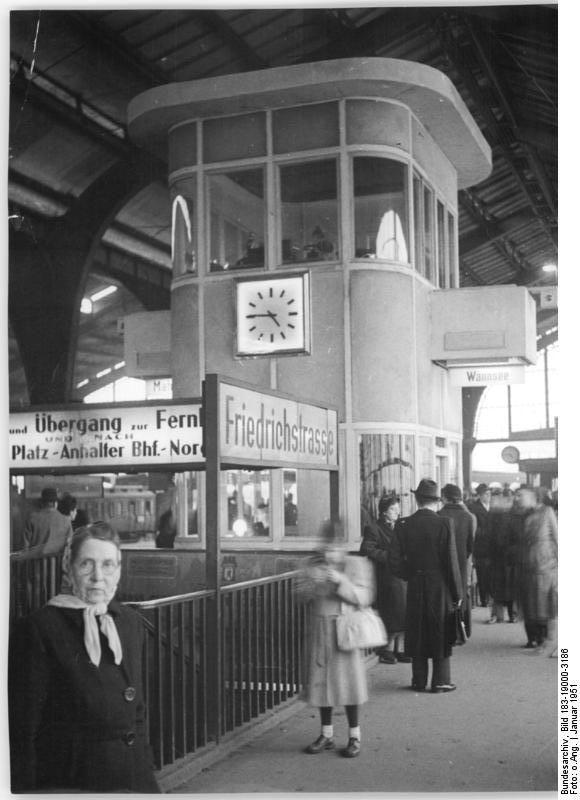 Bundesarchiv Bild 183-19000-3186, Berlin, S-Bahnhof Friedrichstraße…