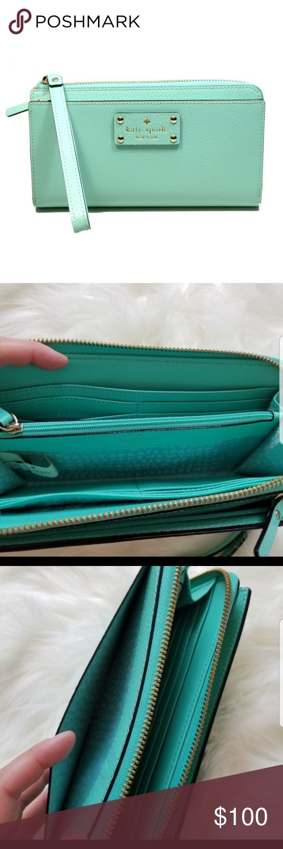 New Kate Spade wallet. Brand new with tag. Color freshair. 12 credit card slots….