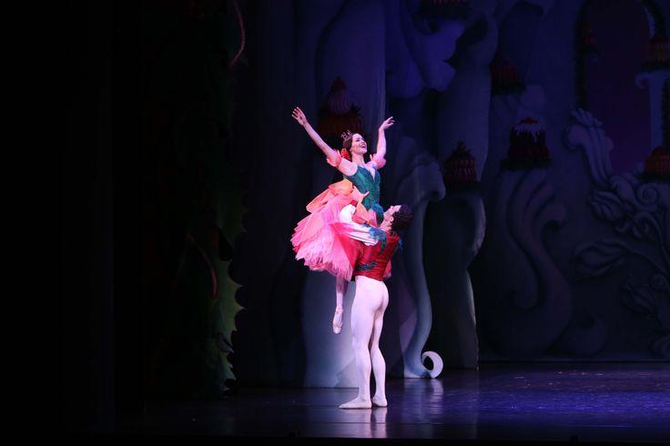 Company Dancers Eleanor Freeman and Emilio Pavan in Ben Stevenson's The Nutcracker  Photographer David Kelly