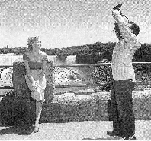 marilyn monroe (marilyn monroe,niagara,niagara falls,black and white): Jock Carroll, Marilyn Monroetimeless, Marilyn Monroe Niagara Niagara, 1952 Jock, Marilyn Monroe Photo, Niagara Fall, Marilyn Monroe Timeless, 02 Marilyn Monroe Black, Marilyn Monroeniagaraniagara